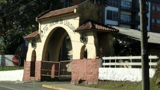 20 de Junho - Entrada do Centro de Tradições Gaúchas Rincão da Lealdade, o mais antigo da cidade de Caxias do Sul (RS) — 127 Anos.