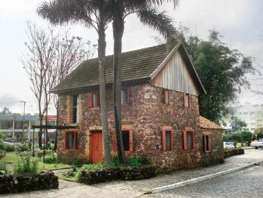 20 de Junho - O Museu Ambiência Casa de Pedra de Caxias do Sul (RS) — 127 Anos.
