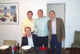 20 de Junho - Os irmãos Oscar Ulisses (alto, esq.), Osmar Santos (sentado) e Odinei Edson (alto, dir.).