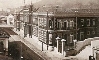 21 de Junho - Imprensa Nacional, c.1880, onde Machado de Assis iniciou seus serviços como tipógrafo e revisor.