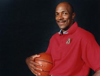 22 de Junho - 1962 – Clyde Drexler, jogador de basquete estadunidense.