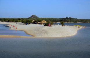 22 de Junho - Alter do Chão é a praia de água doce mais bonita do mundo segundo o jornal The Guardian — Santarém (PA) — 356 Anos.
