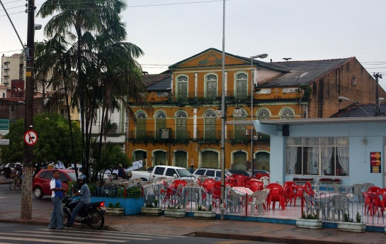 22 de Junho - Praça do Pescador. (ao fundo 'Solar do Barão') — Santarém (PA) — 356 Anos.