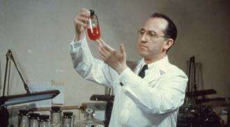 23 de Junho - 1995 — Jonas Salk, virologista e epidemiologista norte americano (n. 1914).