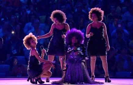 23 de Junho - Elza Soares se apresentando em show das Olimpíadas do Rio 2016.