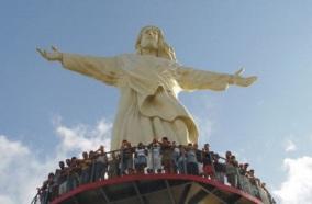 23 de Junho - Estátua do Cristo recebe visitantes — Esplanada (BA) — 86 Anos.