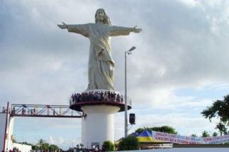23 de Junho - Monumento do Cristo recebe visitantes — Esplanada (BA) — 86 Anos.