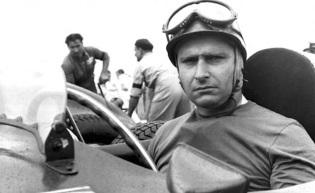 24 de Junho - 1911 – Juan Manuel Fangio, automobilista argentino (m. 1995).