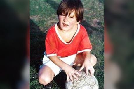 24 de Junho - Lionel Messi criança, em Rosário, bem menor que os colegas da mesma idade.