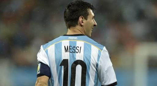 24 de Junho - Lionel Messi jogando pela seleção argentina.