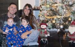 24 de Junho - Messi com a esposa e filhos no Natal.