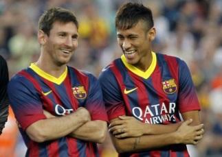 24 de Junho - Messi com Neymar, rindo.