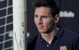 24 de Junho - Messi junto à trave com seu autógrafo.