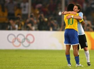 24 de Junho - Ronaldinho Gaúcho e Messi nas Olimpíadas.