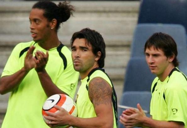 24 de Junho - Ronaldinho Gaúcho, Riquelme e Messi no começo de carreira, durante trerino do Barcelona.