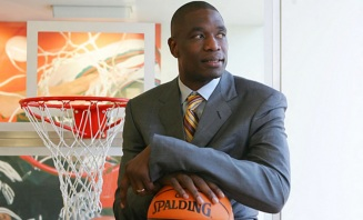 25 de Junho - 1966 - Dikembe Mutombo, jogador de basquete congolês.