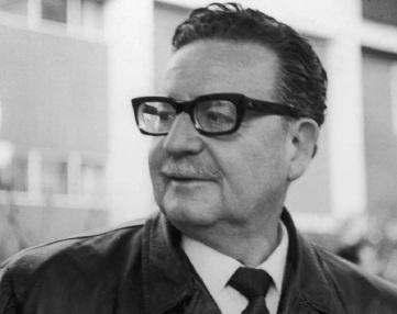 26 de Junho - 1908 – Salvador Allende, médico, político e estadista chileno (m. 1973).