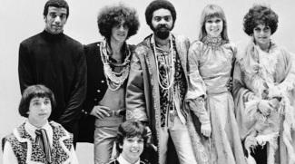 26 de Junho - Tropicália - Gilberto Gil, Caetano Veloso, Gal Costa, Jorge Ben, Rita Lee e os Mutantes.