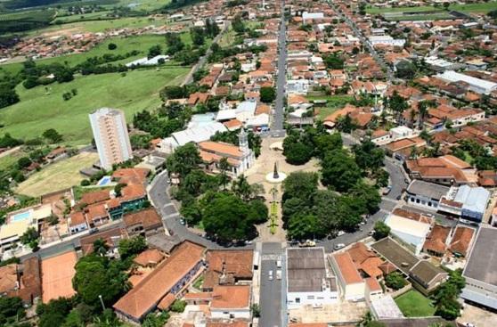 29 de Junho — Foto aérea da Igreja Matriz — Monte Azul Paulista (SP) — 121 Anos.