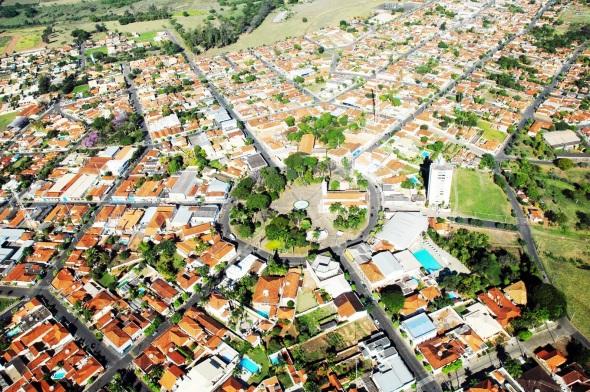 29 de Junho — Foto aérea — Monte Azul Paulista (SP) — 121 Anos.
