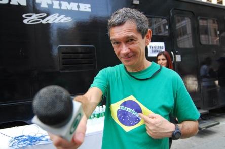 29 de Junho — Serginho Groisman - jornalista e apresentador de televisão brasileiro, com camiseta 'Fala Garoto'.
