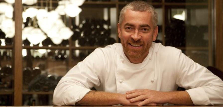 3 de Junho - 1968 - Alex Atala, chef de cozinha e restaurateur brasileiro - na adega de vinhos.