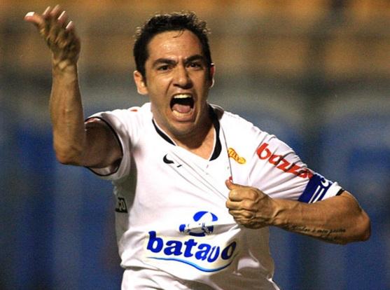3 de Junho - 1981 – Chicão, futebolista brasileiro.