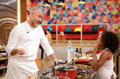 3 de Junho - Chef Alex Atala avalia os pratos das crianças.