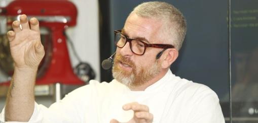 3 de Junho - Na série Chef's Table da Netflix, o comandante do D.O.M. revela como o chef francês o ajudou a estabelecer um rumo para sua gastronomia.