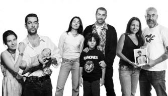 3 de Junho - O chef Alex Atala e familia, registrados ao longo de 20 anos na exposição.