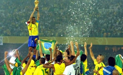 30 de Junho — 2002 – A Seleção Brasileira de Futebol sagra-se pentacampeã da Copa do Mundo de Futebol, ao derrotar a Alemanha na final, por 2 a 0, em Yokohama, no Japão.
