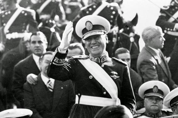 4 de Junho - 1943 — O Grupo de Oficiais Unidos, fundado pelo coronel Juan Domingo Perón, comanda um golpe de Estado na Argentina que derruba o presidente Ramón Castillo.