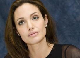 4 de Junho - 1975 - Angelina Jolie, atriz, cineasta, ativista humanitária estadunidense.