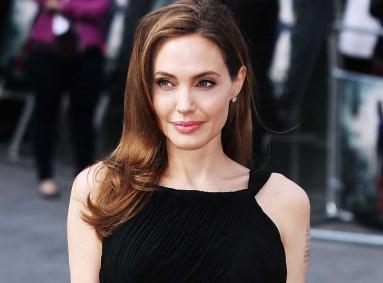 4 de Junho - 1975, Angelina Jolie - atriz, cineasta e ativista humanitária estadunidense.