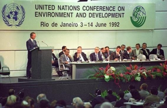 4 de Junho - 1992 – Líderes de 180 nações iniciam a ECO 92, no Rio de Janeiro.
