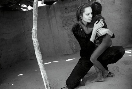 4 de Junho - Angelina Jolie, atriz, cineasta e ativista humanitária - Campanha humanitária.