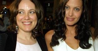 4 de Junho - Angelina Jolie com sua mãe, Marcheline Bertrand.
