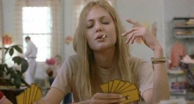 4 de Junho - Oscar como atriz coadjuvante por sua atuação no filme Garota Interrompida.