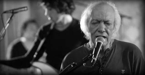 5 de Junho - 1941 - Erasmo Carlos, cantor, compositor, músico e escritor brasileiro - cantando.
