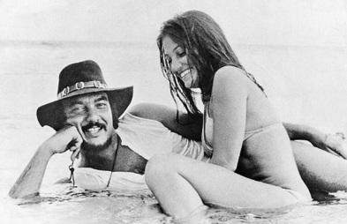5 de Junho - 1941 - Erasmo Carlos, cantor, compositor, músico e escritor brasileiro - com a esposa, Narinha.