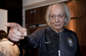 5 de Junho - 1941 - Erasmo Carlos, cantor, compositor, músico e escritor brasileiro - com camisa da seleção brasileira.
