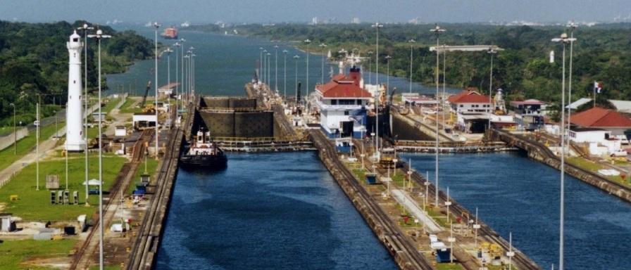7 de Junho - 1914 – O primeiro navio atravessa o Canal do Panamá.