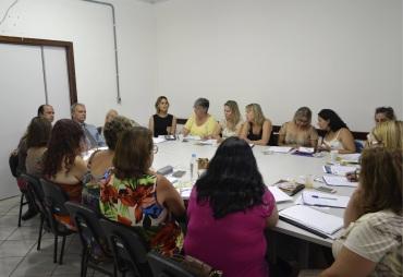8 de Junho - A SMEC realizou reunião com todos os diretores das escolas municipais de Eldorado do Sul para passar as informações do ano letivo de 2017 - Eldorado do Sul (RS) - 29 Anos
