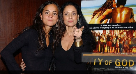 8 de Junho - Alice Braga e Sônia Braga, no lançamento de 'Cidade de Deus'.