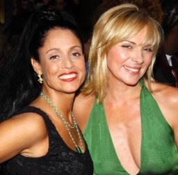 """8 de Junho - Sônia Braga e Kim Cattrall, de """"Sex and the City"""", - 2001."""