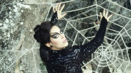 8 de Junho - Sônia Braga no filme 'O Beijo da Mulher Aranha', de Hector Babenco, que foi indicado ao Oscar de melhor diretor pela obra.