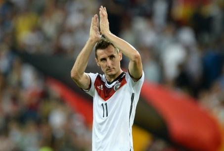 9 de Junho - 1978 — Miroslav Klose, futebolista, alemão, de origem polonesa - Aplausos em campo.