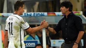 9 de Junho - 1978 — Miroslav Klose, futebolista, alemão, de origem polonesa, com seu treinador na Copa de 2014 no Brasil, Joachim Löw..