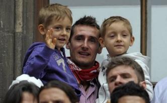 9 de Junho - 1978 — Miroslav Klose, futebolista, alemão, de origem polonesa - Com seus filhos.