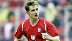 9 de Junho - 1978 — Miroslav Klose, futebolista, alemão, de origem polonesa - Jogando pelo Homburg, em 1999.